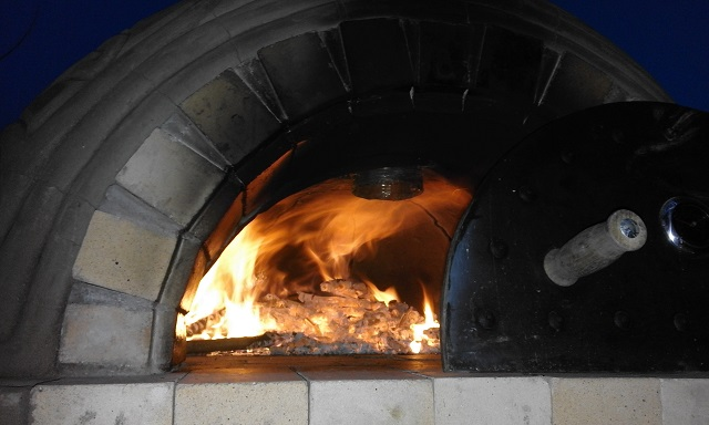 Glamping In ireland - Traditional Pizza making (1)