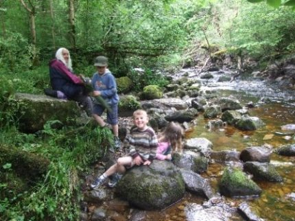 Walking in Ireland. A family friendly stroll along the river @ marble Arch Caves