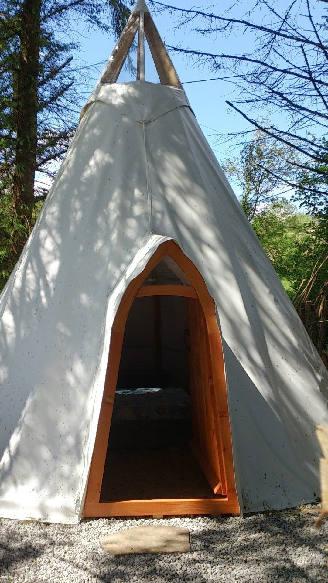 irelandglamping-pink-apple-orchard-handbuilt-teepee-and-yurts-007