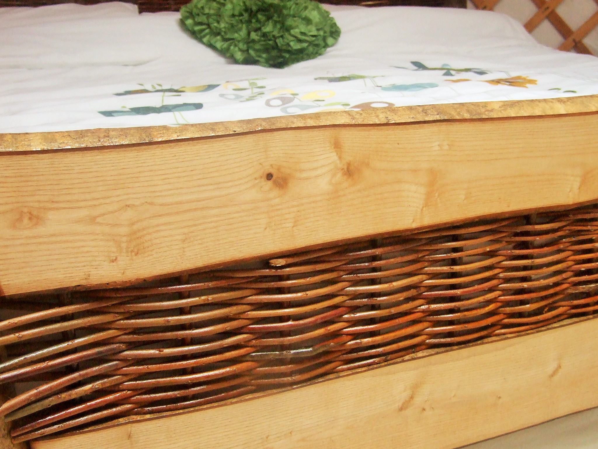 2015-05-19 Weaving Willow handcrafted bed (16)