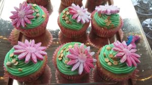 2016 - Hen party Ideas - Prosecco and cup cakes arrival 013